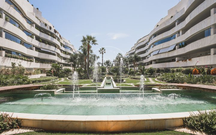 Puerto Banús - 3 bedroom apartment with views over the marina