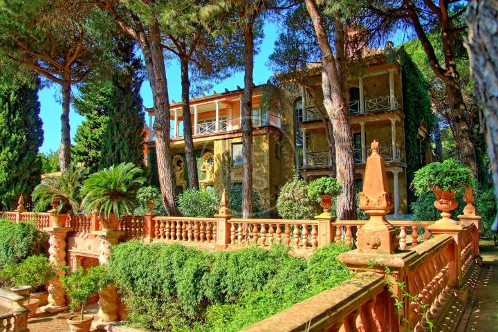 Great investment opportunity: unique villa with a plot of almost 20 hectares in Sotogrande, one of the most exclusive residential areas in the south of Spain