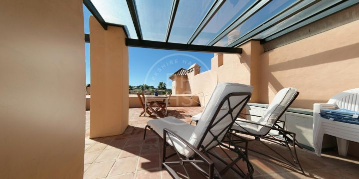 Spacious duplex penthouse in a gated complex surrounded by golf courses in Atalaya
