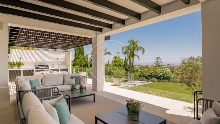 Classic-style mansion with sea and golf views the prestigious complex La Cerquilla, in Nueva Andalucía