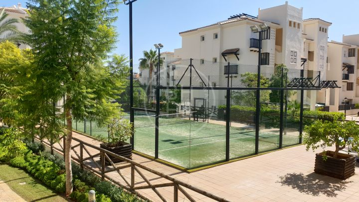 Competitively priced fully renovated open-plan apartment with a large terrace in La Duquesa, Manilva