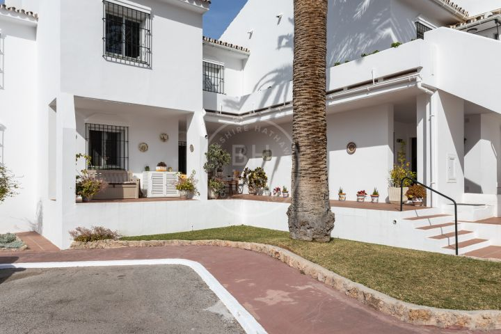 Southwest-facing ground-floor apartment with direct access to the garden in Andalucía Garden Club