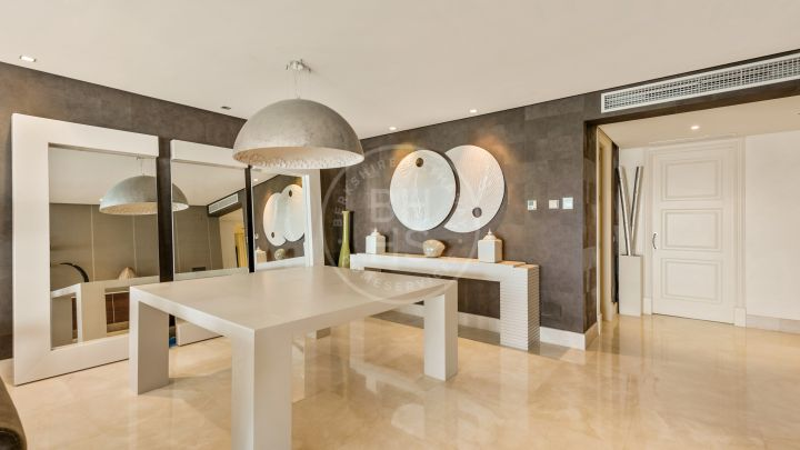 Impressive beachfront penthouse in Doncella Beach, a well-known exclusive complex in Estepona