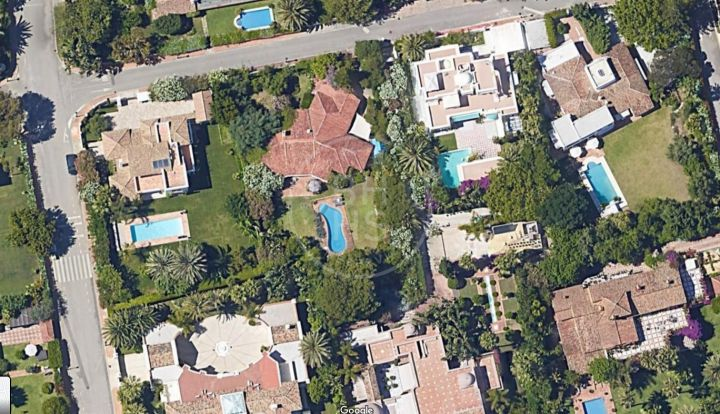 Extensive flat plot located only 200 metres to the beach in Casasola, Estepona