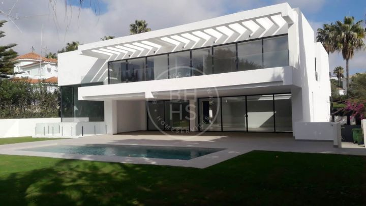 Brand-new contemporary villa in Sotogrande Alto, a prestigious golf area in San Roque, Cádiz