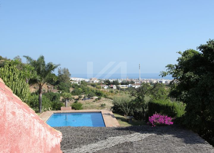 Country-style living with fantastic sea views next to the Estepona centre