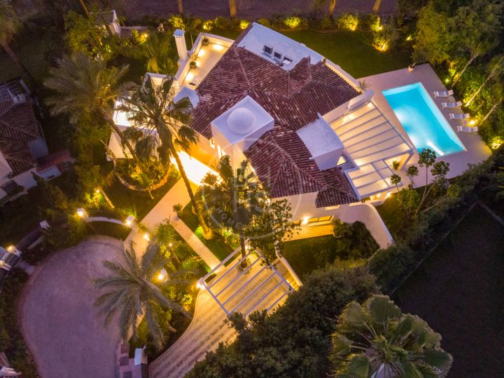Fully renovated family villa front line to Las Brisas golf course