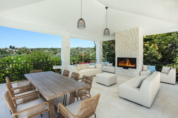 Exquisite fully renovated front line golf villa in Las Brisas, in the heart of the Golf Valley
