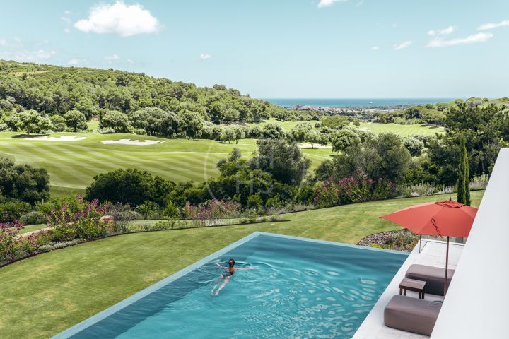 Sophisticated villa in an elevated position with sea and golf views in one of the most prestigious residential areas in Sotogrande