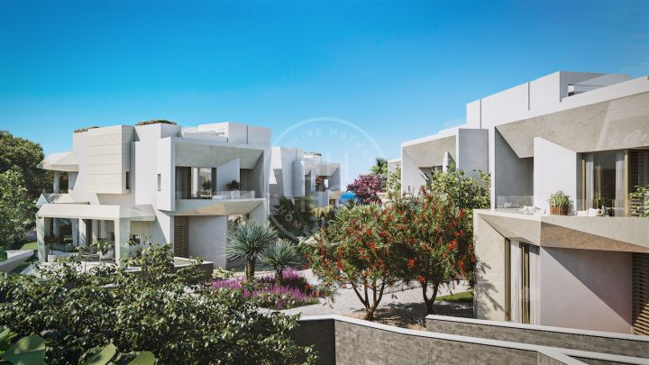 Outstanding high-end off-plan development of 11 villas in Nueva Andalucía, enjoying sea, mountain, Gibraltar and Africa views, just 2 km from Puerto Banús and the beach!
