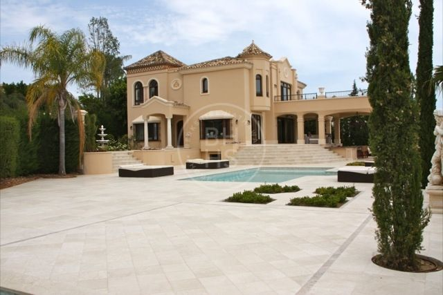 Stunning villa designed in a beautiful classical style, located in Sierra Blanca.