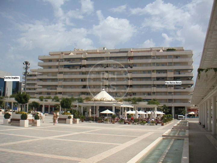 Impressive fully renovated corner unit apartment in the heart of Puerto Banús harbour!