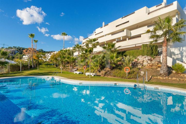 Great off-plan penthouse in a new development consisting of 24 luxury apartments with panoramic sea views in La Quinta