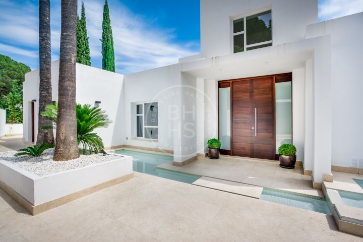 Contemporary style villa with sea and La Concha mountain views in Las Brisas, Nueva Andalucia.