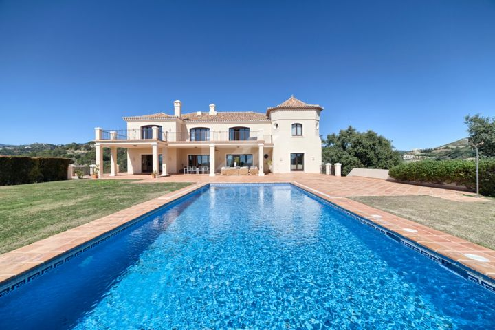 Fully renovated villa with stunning panoramic views in El Madroñal