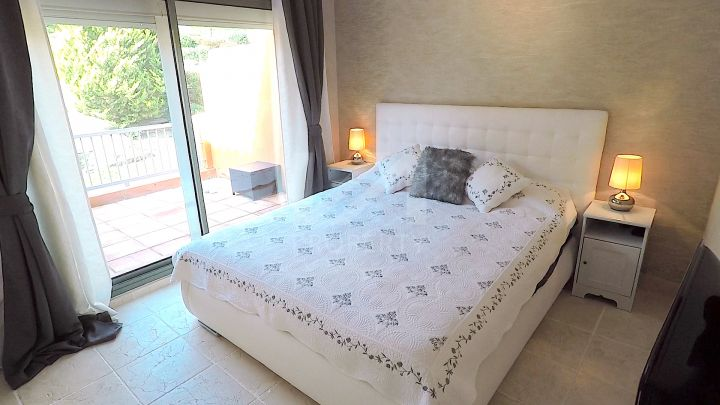 Large 3 bedroom penthouse situated within a luxury development in Benahavis.