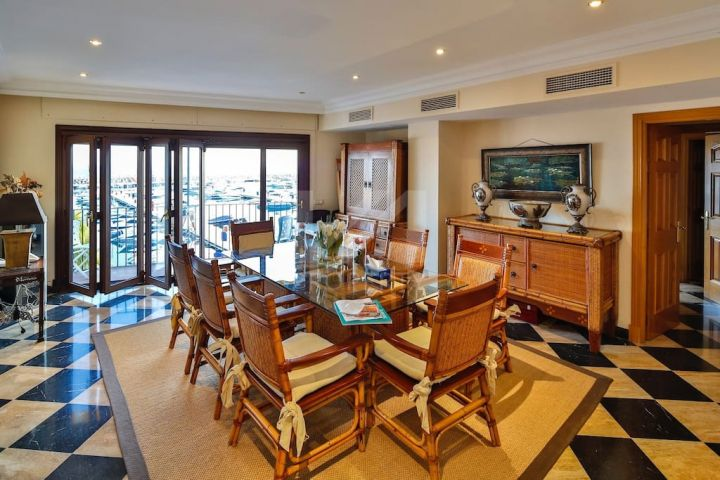 Puerto Banus - 3 bedroom apartment with breathtaking views over the Marina.