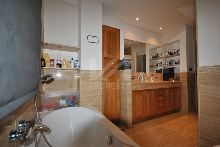 Impressive 5 bedroom apartment in prestigious development on The Golden Mile