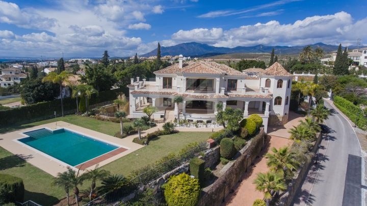 Spectacular brand new villa with panoramic views to the Mediterranean sea in la Alquería, Benahavís