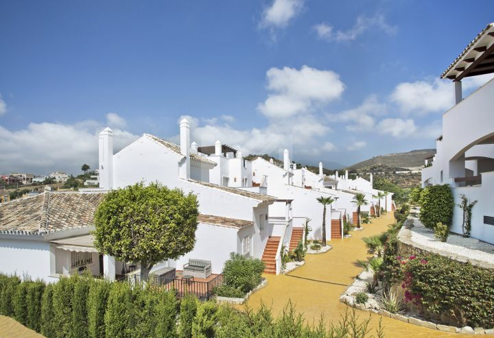Brand new duplex penthouse in the heart of Nueva Andalucia