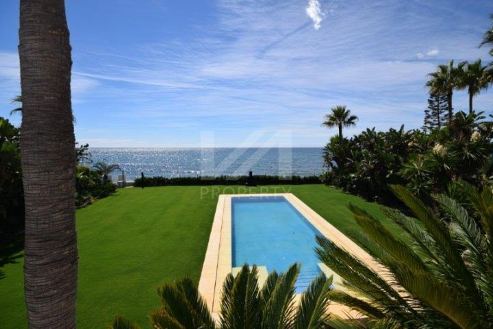 Luxury 8 bedroom frontline beach villa in Guadalmina Baja