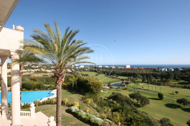 Stunning palace well located in the heights of the Santa Clara Golf Resort in Marbella East.