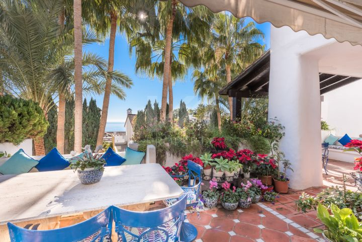 Stunning duplex penthouse located in the renown urbanisation of Marina Puente Romano, Marbella.