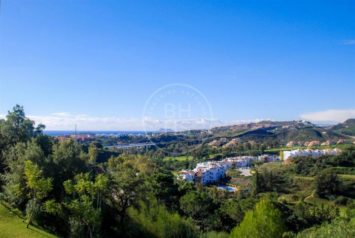 Properties for sale in Puerto del Almendro, Benahavis