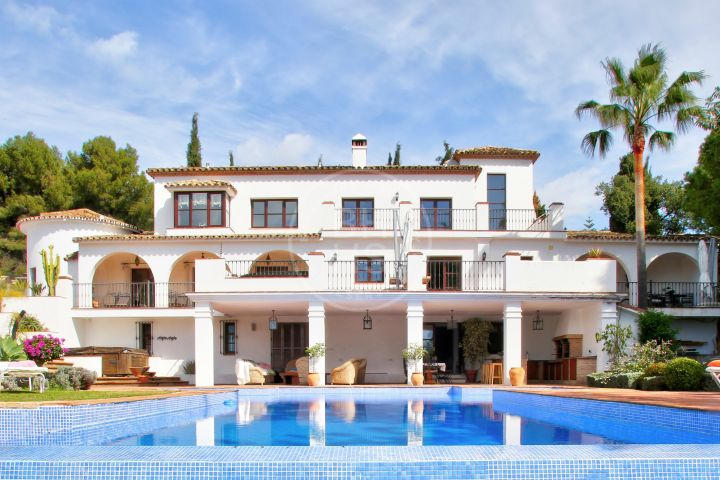Fully renovated 2nd line beach villa in Puente Romano, Golden Mile-Marbella.