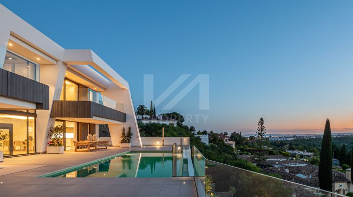Stunning brand-new contemporary villa in a boutique development of 5 units in El Paraíso, on the New Golden Mile