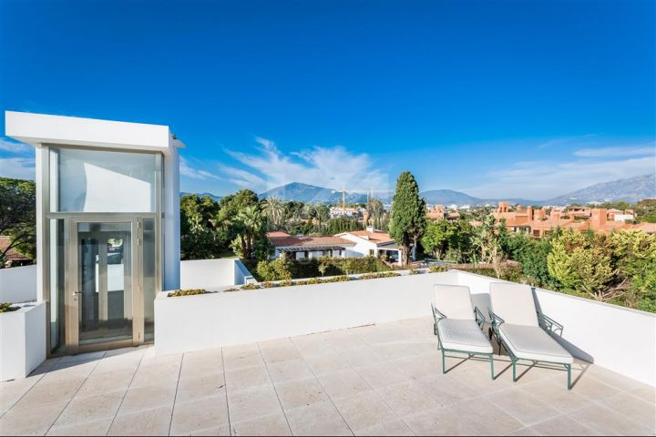 Outstanding contemporary recently renovated beachside villa located in Isdabe, Estepona.
