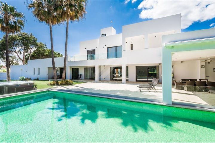 Properties for sale in Isdabe, Estepona