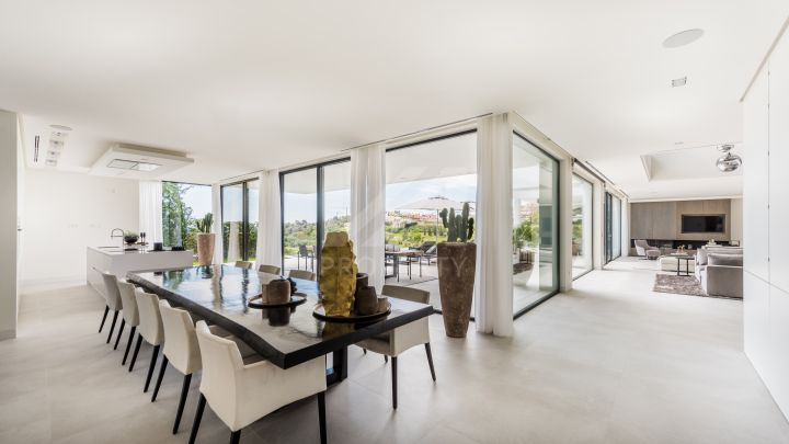 Outstanding brand new villa with panoramic views in La Alqueria, Benahavis.