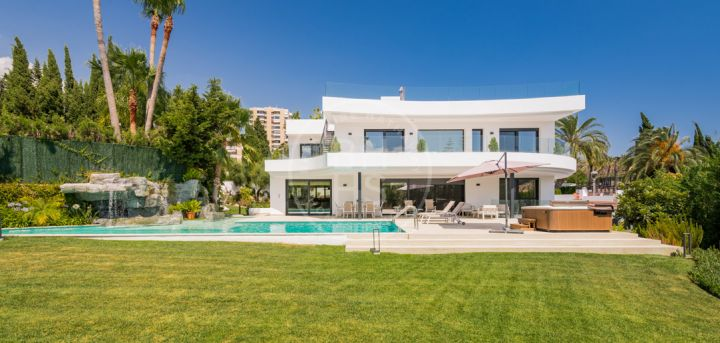 Spectacular brand-new villa located in one of the best complexes in the Golf Valley of Nueva Andalucía, Parcelas del Golf