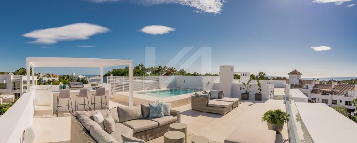 High-end off-plan semi-detached villa in Altos de Puente Romano, on Marbella's Golden Mile