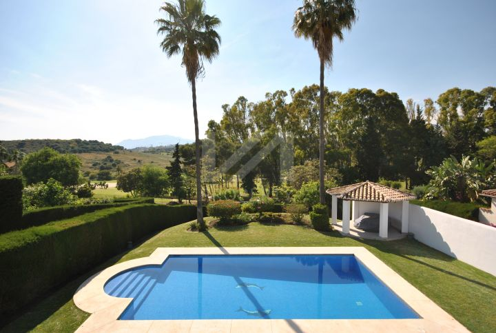 Southwest-facing fully renovated villa located in a frontline golf position in El Paraiso, Estepona.