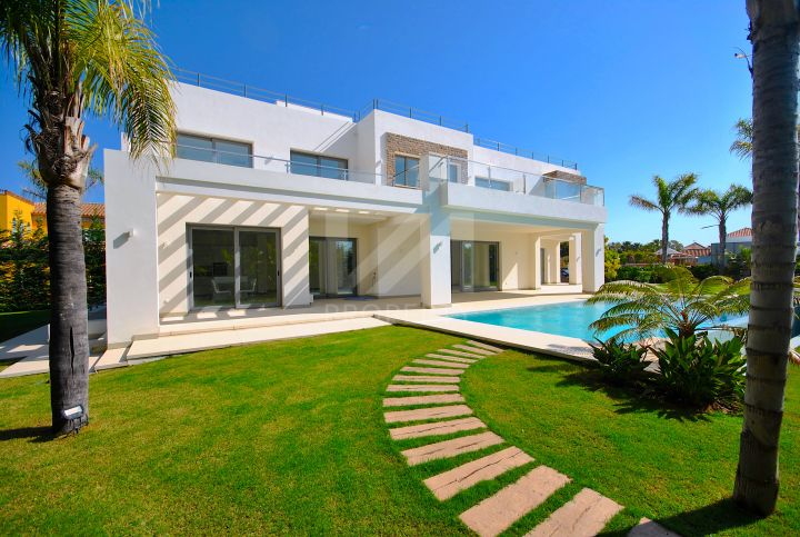 Villas for sale in Casasola, Estepona