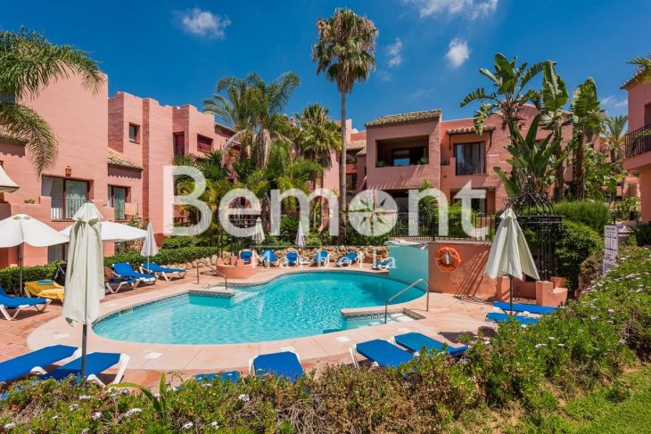 Penthouse for sale in Elviria, Marbella East