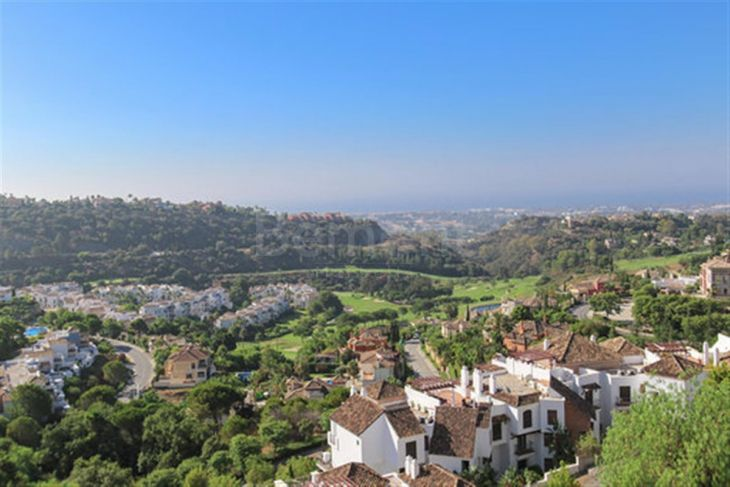Penthouse for sale in Los Arqueros, Benahavis