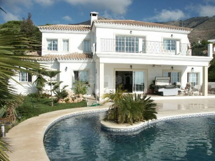 Villa for sale in Mijas