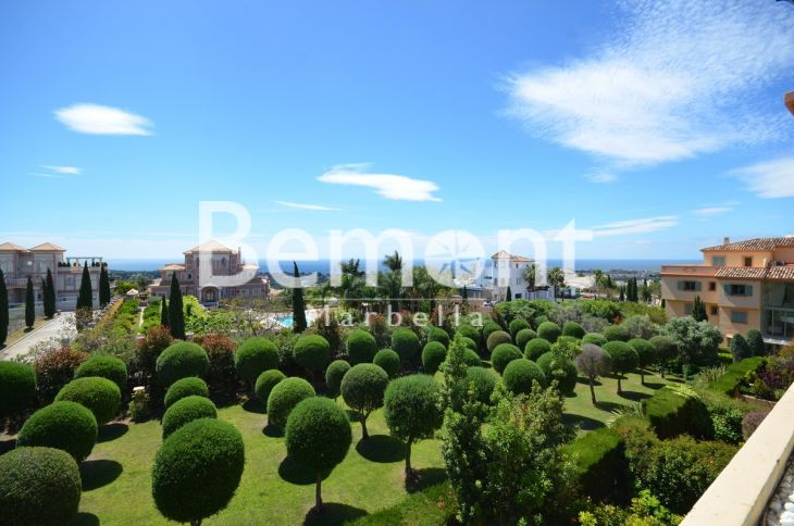 Penthouse for sale in Los Flamingos, Benahavis