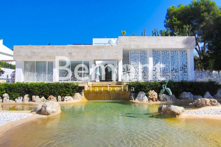 Villa for sale in Marbella - Puerto Banus