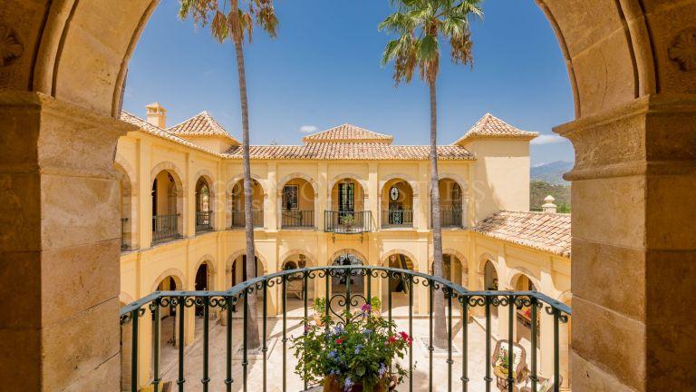 Classic-styled Villa in Arroyo de las Cañas, Estepona