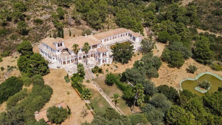 2 Majestuosas Villas en venta conjunta en Arroyo de las Cañas, Estepona