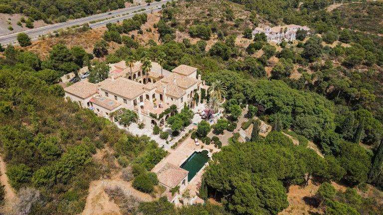 2 Majestic Villas for sale together in Arroyo de las Cañas, Estepona