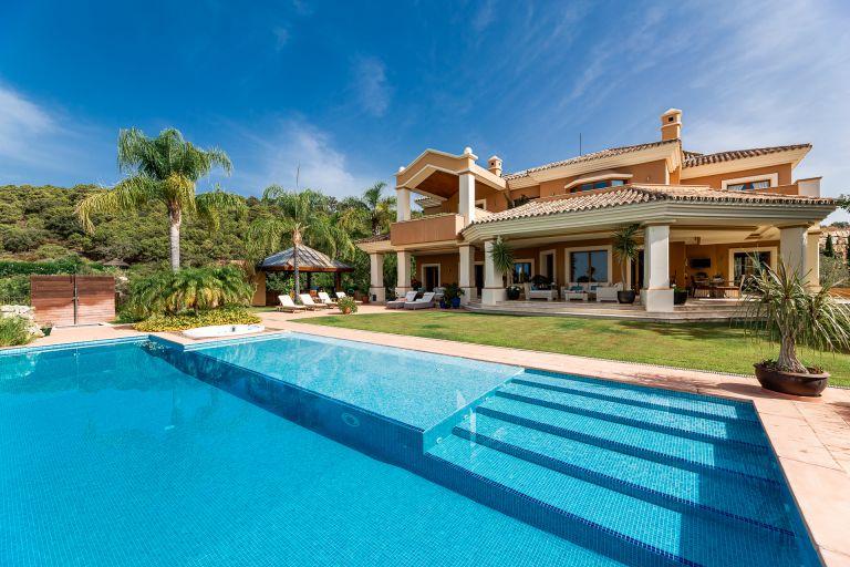 Elegant frontline golf villa Marbella Club