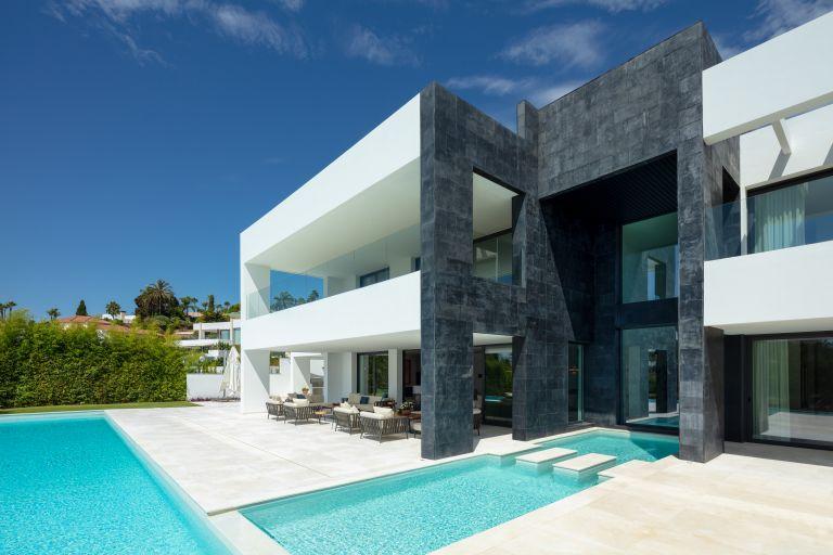 Villa for sale in La Cerquilla, Marbella