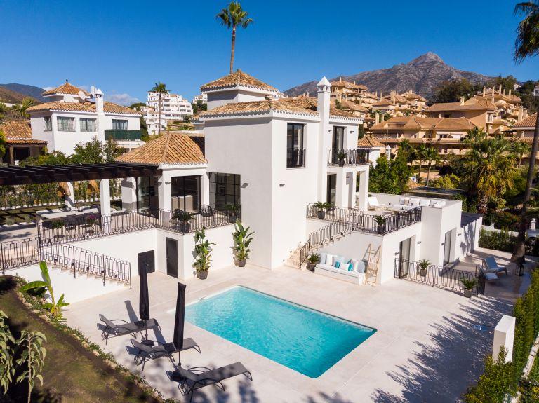 Villa for sale in Los Naranjos, Marbella