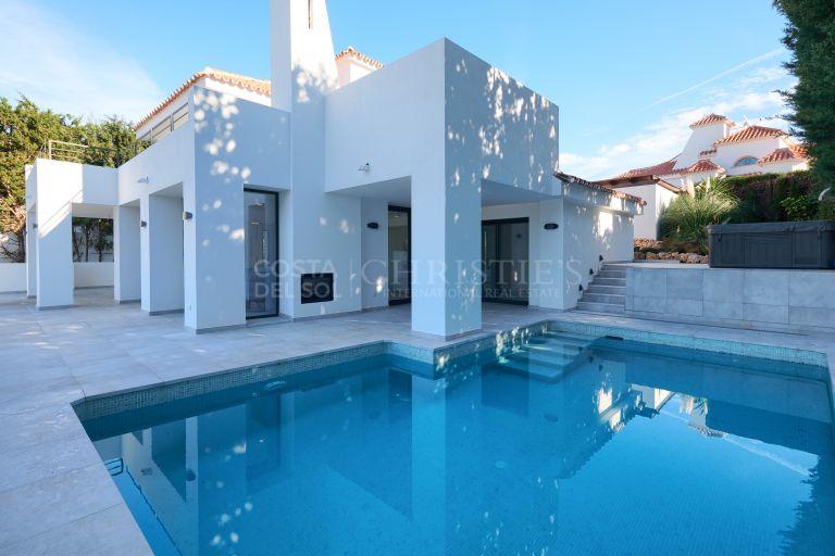 Villa for sale in Las Lomas de Nueva Andalucia, Marbella