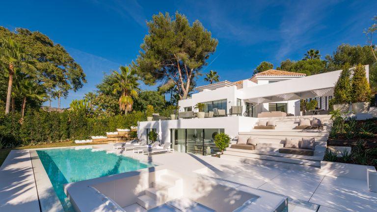 Villa for sale in Los Naranjos Golf, Marbella